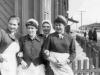Весна 1960 г. Три официантки и гардеробщица столовой №1, которая находилась на перекрестке ул. Гагарина и ул. Ленинградской (там сейчас библиотека). Справа открывается вид на ул. Гагарина. Фото из архива Байковой Альбины Афанасьевны.
