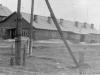 1965 г. Жилой дом-барак по ул. Стадионной (ныне снесен). На заднем плане 2-этажный дом (еще стоит). Фото из архива А.В. Буровой.