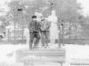 1969 г. Памятник женщинам в парке на месте Торгового центра. Фото из архива Наумовой Валентины Федоровны.