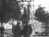 Памятник на площади Победы после его установки. Фото из архива Наумовой Валентины Федоровны.