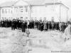 1 мая 1958 г. Демонстрация около печорского райисполкома. Фото из архива Татьяны Мыниной.