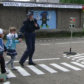 Учить безопасности на дороге с детства