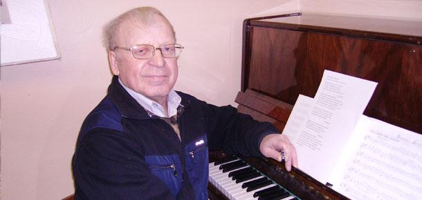Печорцы хорошо знают Ю.И. Соловьева, музыканта, поэта, журналиста, который сегодня отмечает 75-летие.