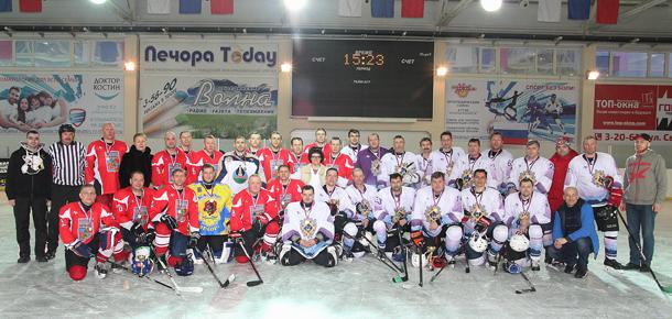 Четыре дня на печорском льду СОК «Сияние севера» проходил отборочный этап дивизиона «Любитель 40+» Ночной хоккейной лиги