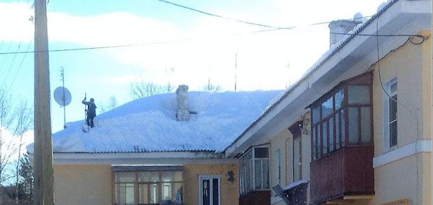 Сообщение о падении глыбы снега на голову жителя Печоры 3 марта проверила прокуратура Коми