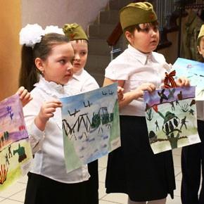 «Рисуют мальчики войну» – ФОТО