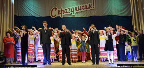 В ДК п. Каджером состоялся большой праздничный концерт, посвященный Дню России