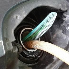 Сливали бензинчик...