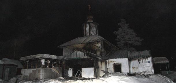 25 февраля, утром, в поселке Изъяю Печорского района сгорел деревянный храм Николая Чудотворца