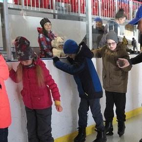 Пусть нос разбит, весь в синяках, но я катаюсь на коньках!