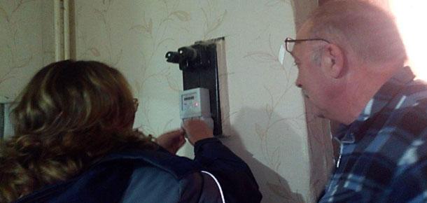 Сотрудники Печорского филиала АО «Коми энергосбытовая компания» подарили пенсионерам приборы учета